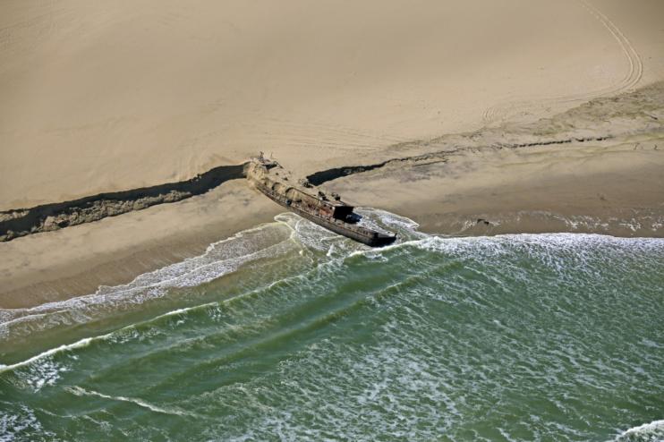 Wrack an der Skeleton Coast Namibias
