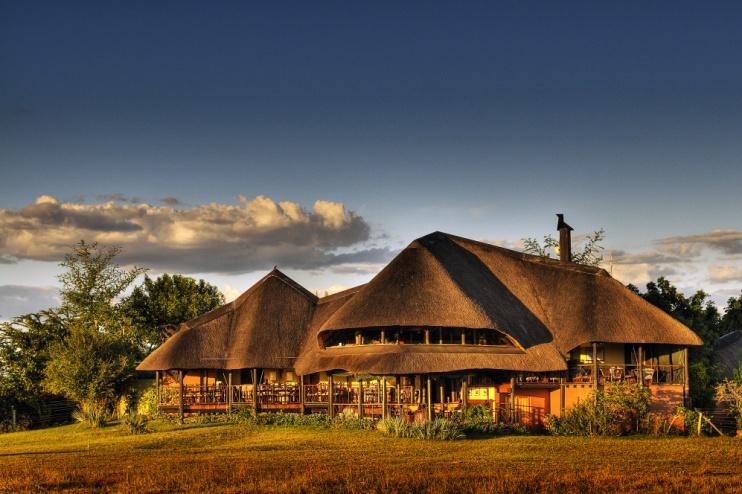 Chobe Savanna Lodge: Ansicht der Lodge