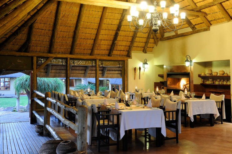 Dinner in der Frans Indongo Lodge