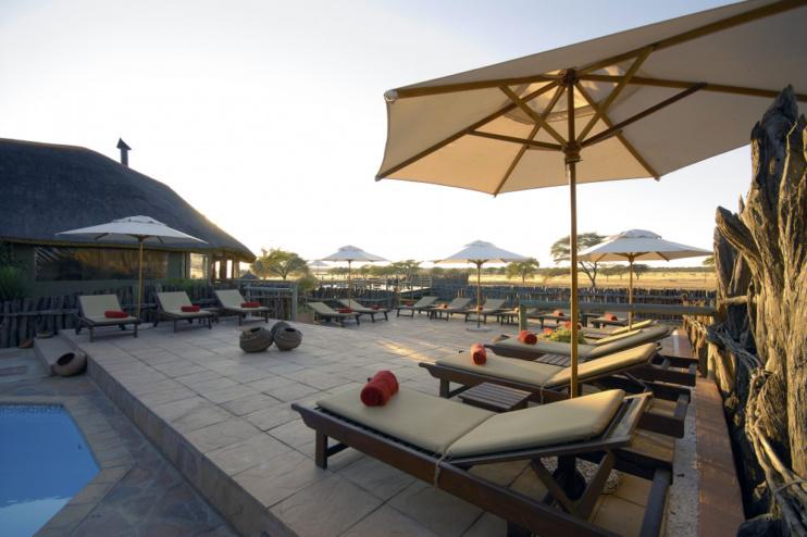 Entspannungsbereich der Frans Indongo Lodge
