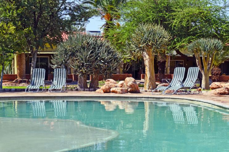 Poolbereich der Kalahari Anib Lodge