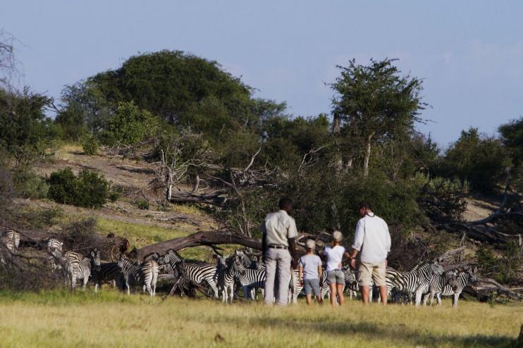 Leroo La Tau: Fußpirsch mit Kindern