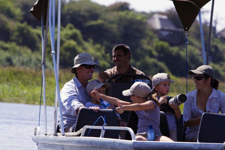 Leroo La Tau: Pirschfahrtper Boot mit der ganzen Familie