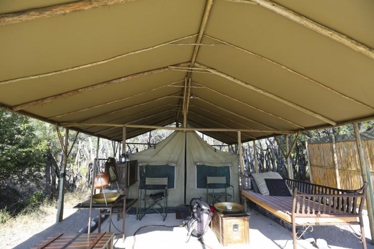 Zelt und Kochplatz im Meno a Kwena Camp