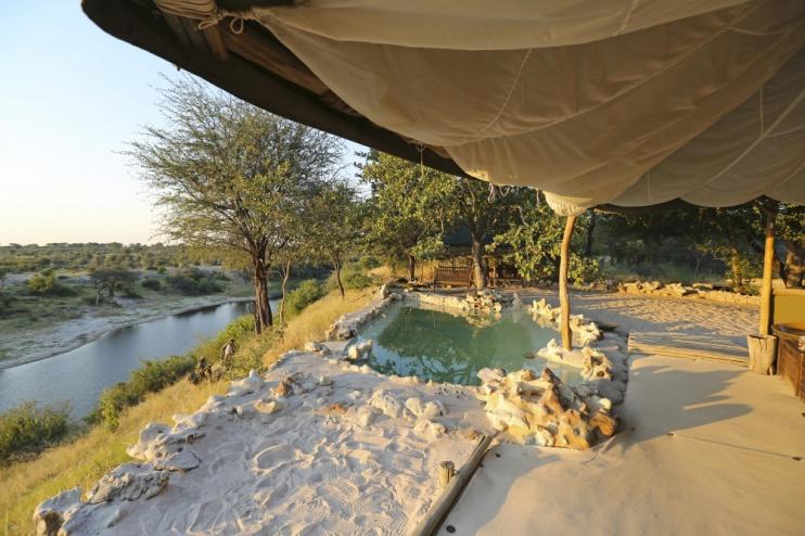 Aussicht und Pool vom Camp Meno a Kwena