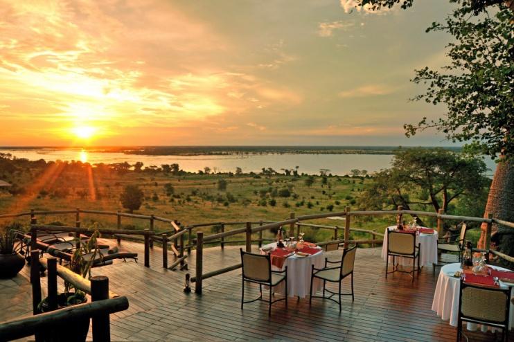 Terrasse am Abend, Ngoma Safari Lodge