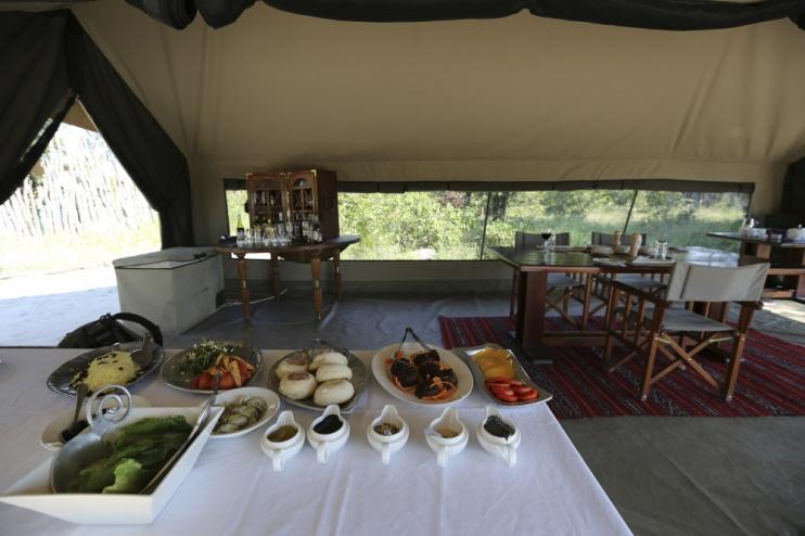 Mittagessen im Selinda Explorer Camp
