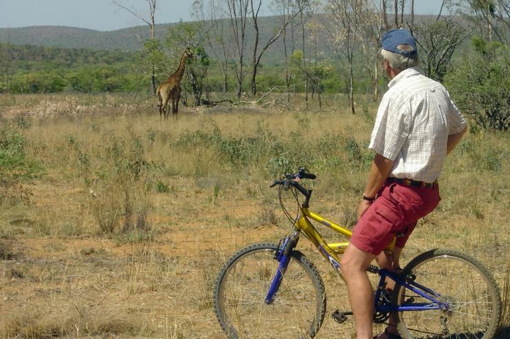 Kololo Game Reserve Fahrrad und Giraffe