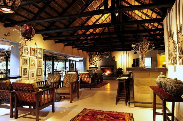 Lounge und Bar der Sabi Sabi Bush Lodge