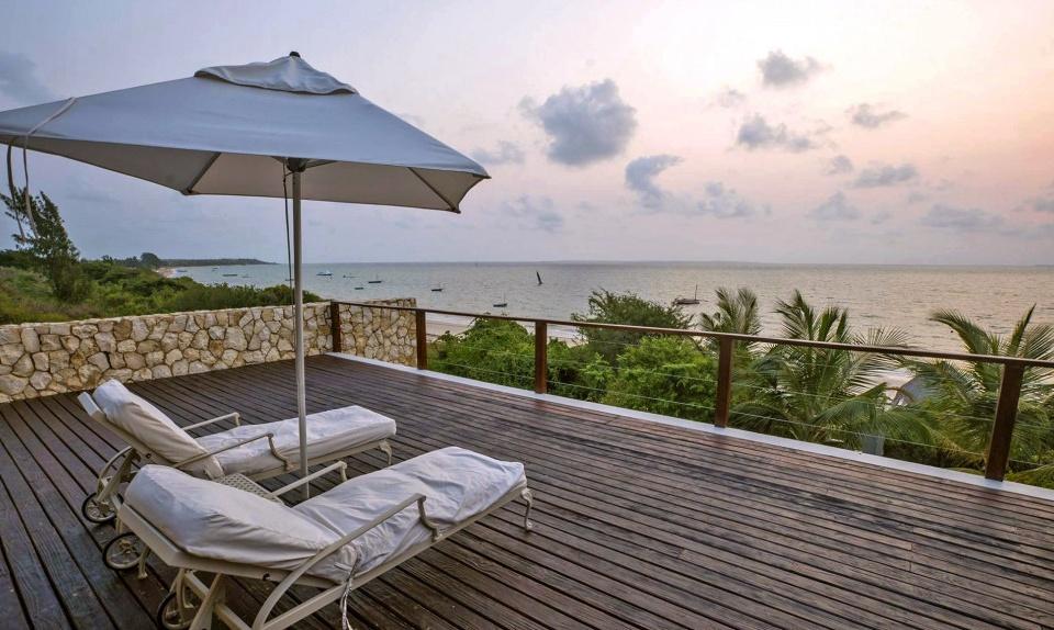 Terrasse mit Meerblick im Bahia Mar Boutique Hotel