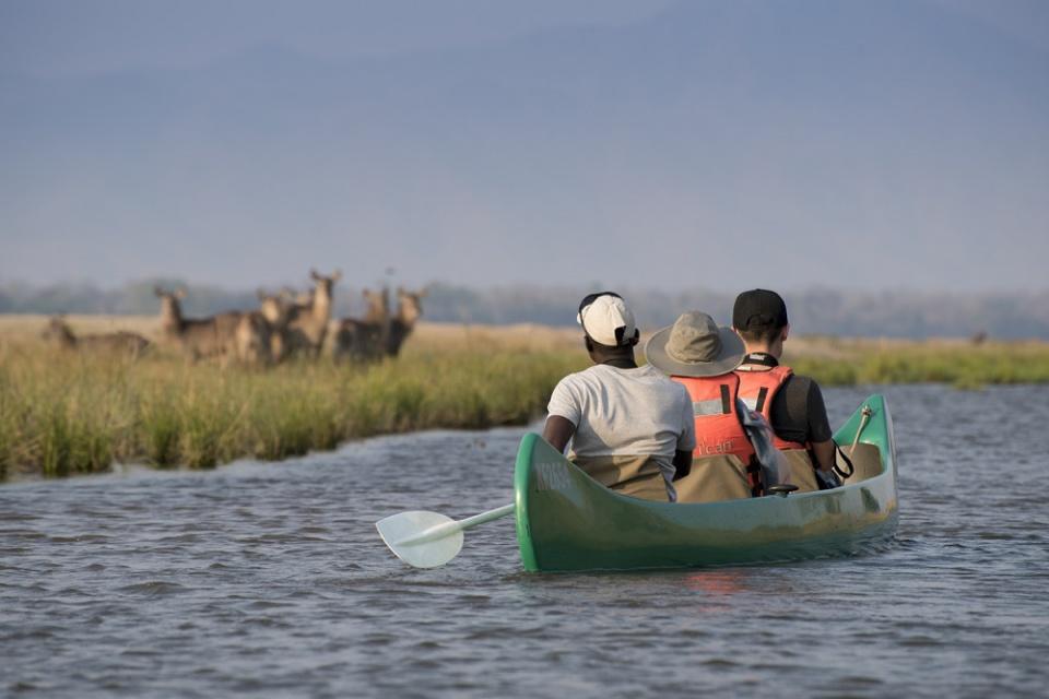 Mit dem Kanu unterwegs auf dem Sambesi