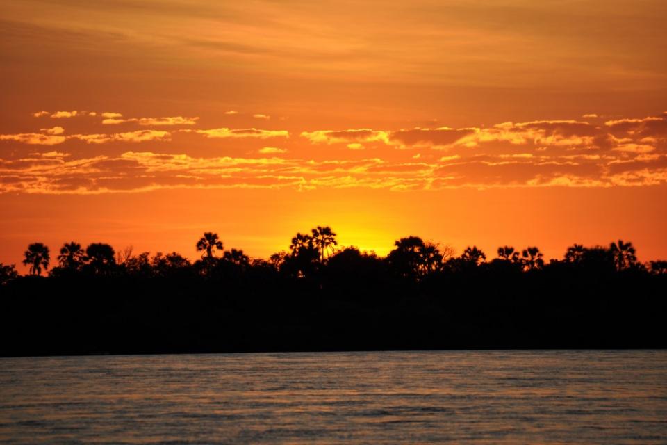 Bootsfahrt zum Sonnenuntergang auf dem Sambesi
