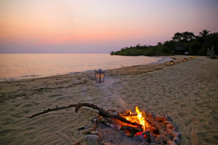 Lagerfeuer im Sonnenuntergang