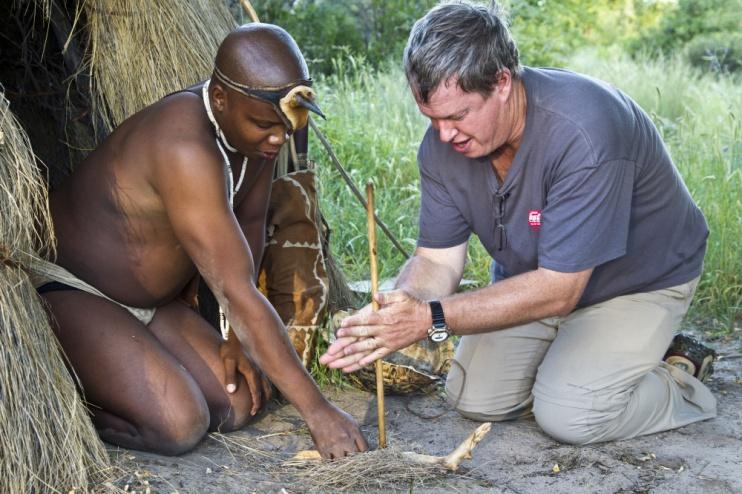 Kalahari Plains Camp, Unterwegs mit den San-Buschmännern