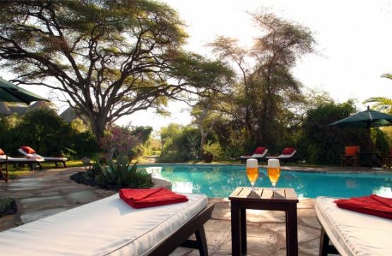 Poolbereich im Tortilis Camp Amboseli
