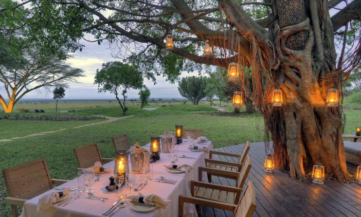 Dinner unter freiem Himmel im Kichwa Tembo Tented Camp
