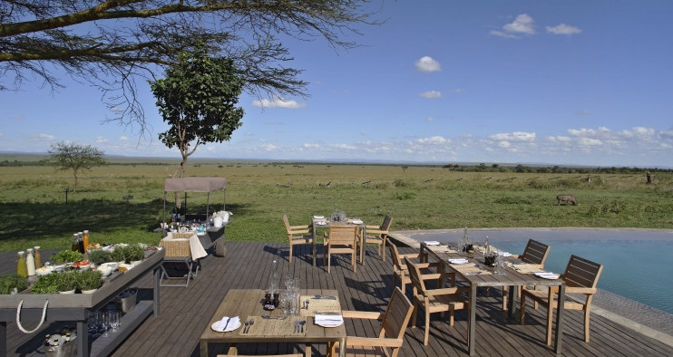 Poolbereich im Kichwa Tembo Tented Camp