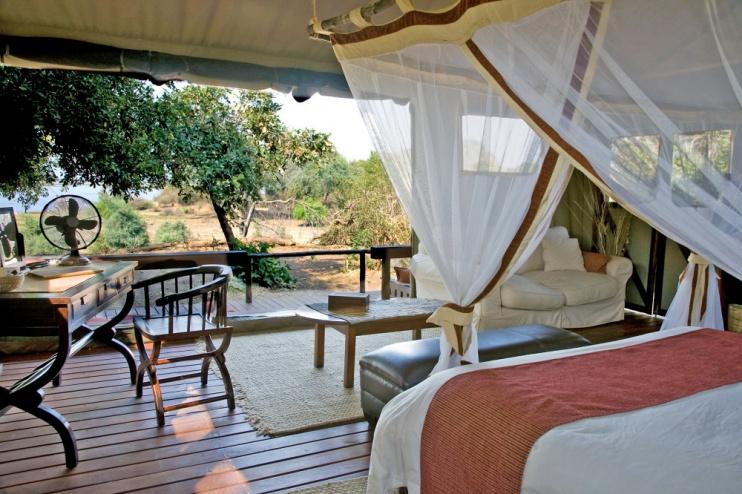 Blick aus dem luxuriösen Hauszelt im Chiawa Camp