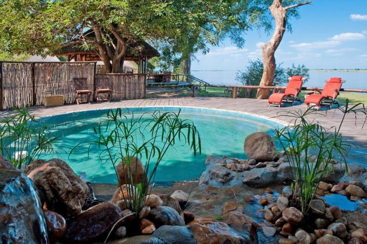 Entspannter Pool des Chiawa Camps