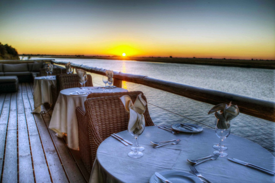 Chobe Game Lodge: Sundowner, Desert & Delta