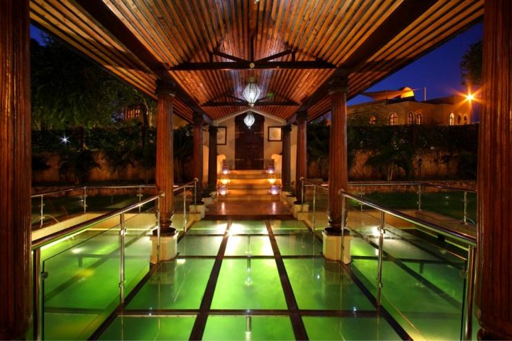 Der Koi-Teich des Hotels