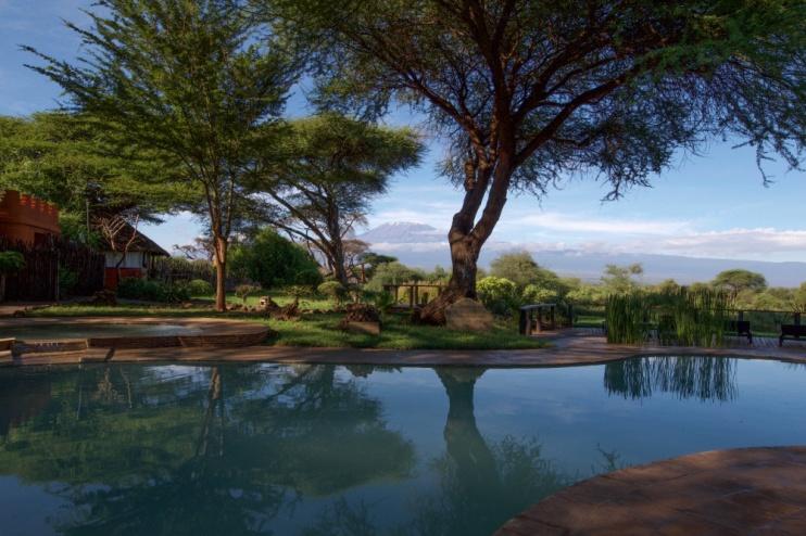 Poolbereich mit Blick auf den Kilimanjaro