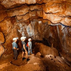 Tropfsteinhöhle in Ghaub