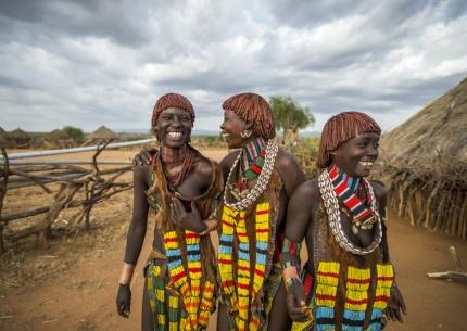 Hamar Frauen in traditioneller Kleidung
