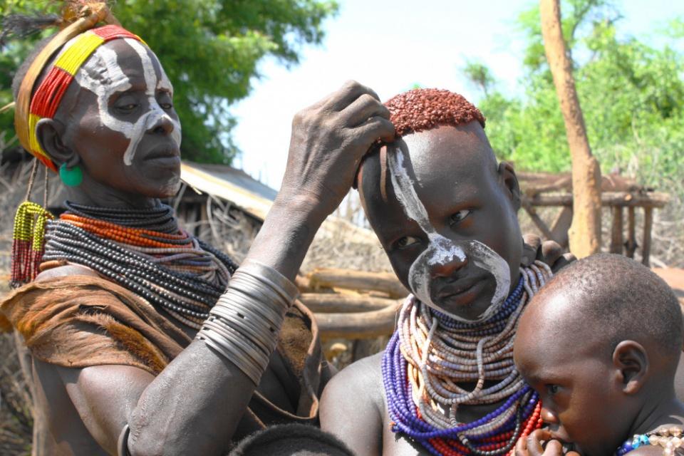 Karo Frauen beim Friseur