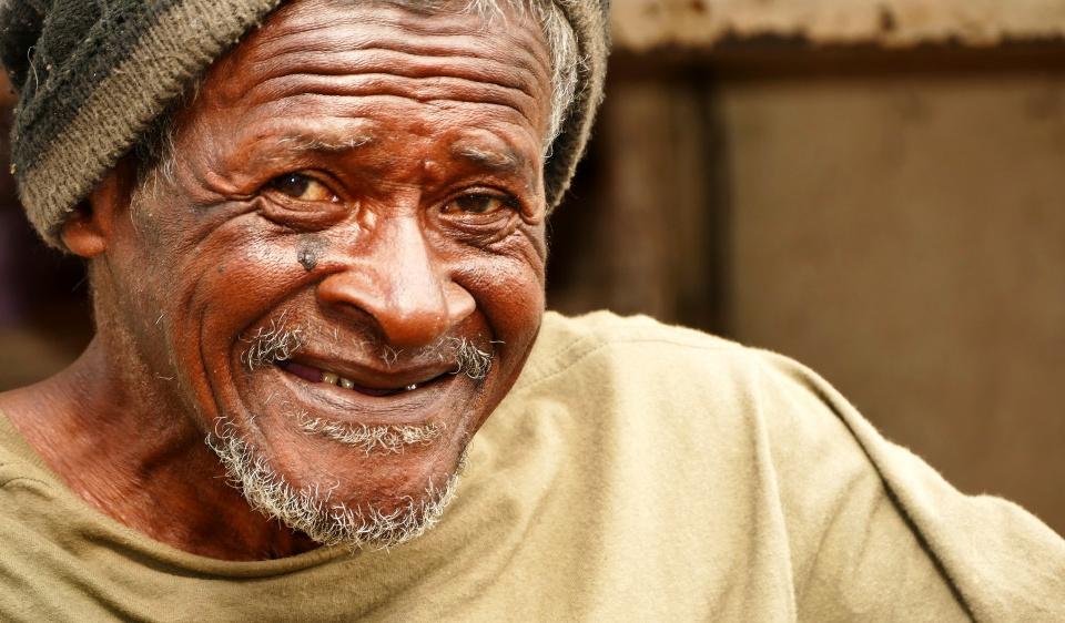 Porträt eines Mannes auf einem Markt