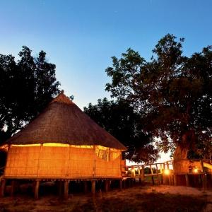 Ein Chalet von dem Nsolo Bush Camp