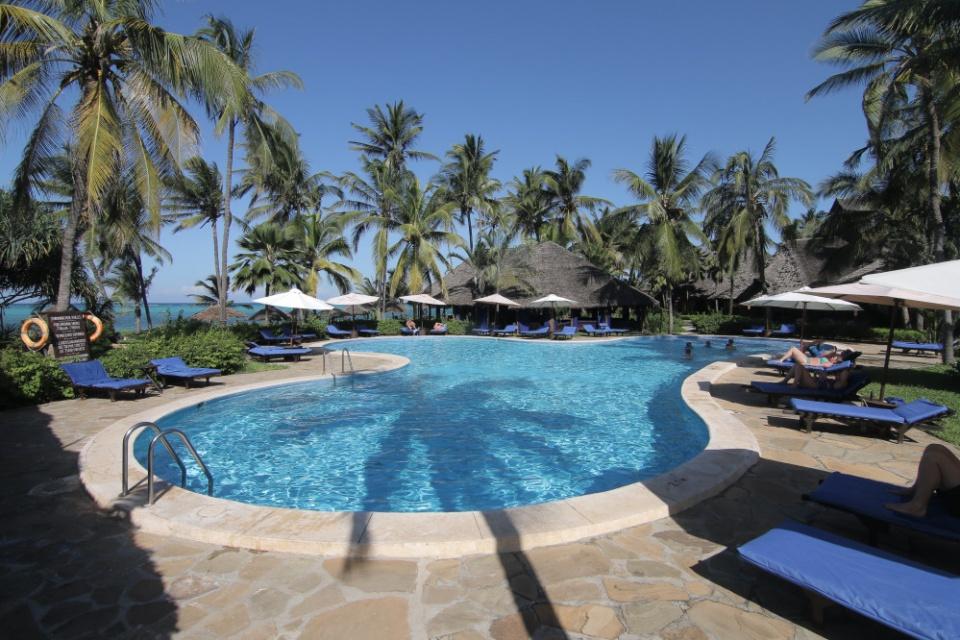 Poolbereich vom Breezes Beach Club auf Sansibar