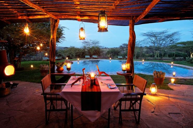 Dinner am Pool im Lewa Safari Camp