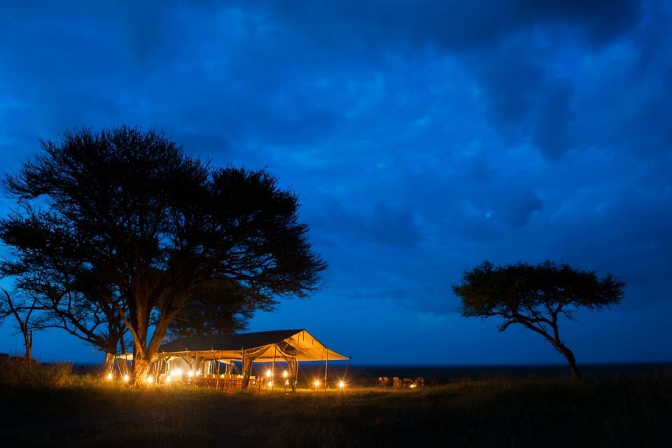Tansania-Serengeti-Nationalpark-Serengeti-Safari-Camp-EAT_2019_6NTZ_Nomad_Tanzania_Serengeti_Safari_Camp_Abenddämmerung_14302557788_16467f0799_o