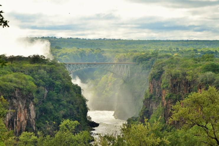 Blick auf die Victoria Falls Brücke