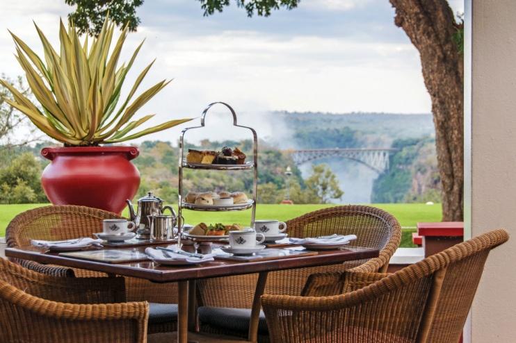 The Victoria Falls Hotel, High Tea mit Blick auf die Wasserfälle